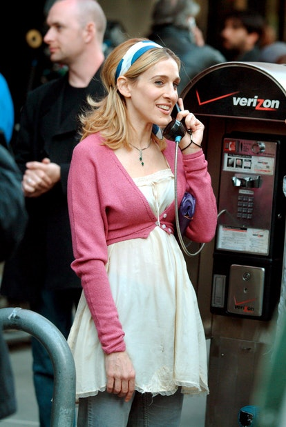 Carrie Bradshaw outfit: headband and cardigan