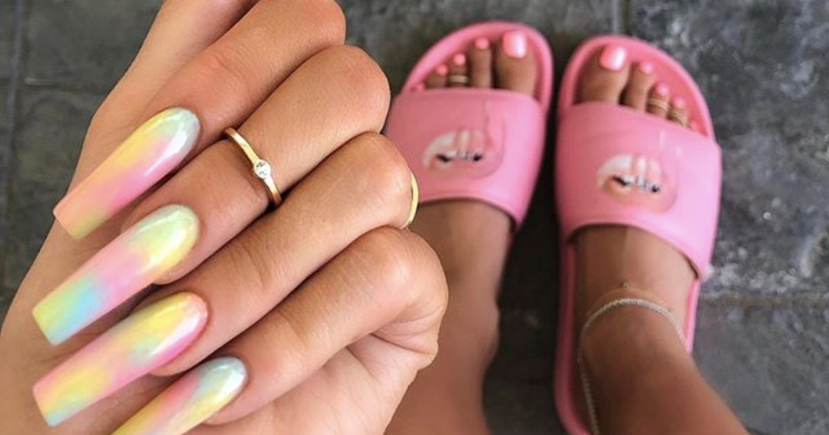 Tie-Dye Nails Are A Thing & They Actually Don't Suck