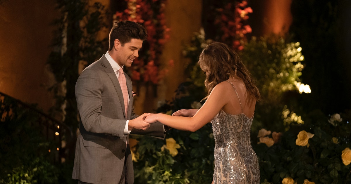 These Tweets About Garrett & Hannah's Naked Bungee-Jumping 'Bachelorette' Date Are A Lot