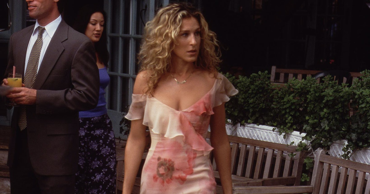 18 Of Carrie Bradshaw's Best Outfits That Are On Trend In 2019