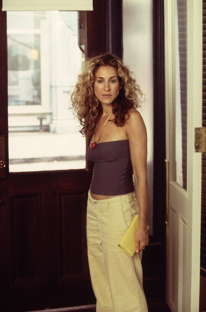 Carrie Bradshaw outfit: cargo pants and a tube top