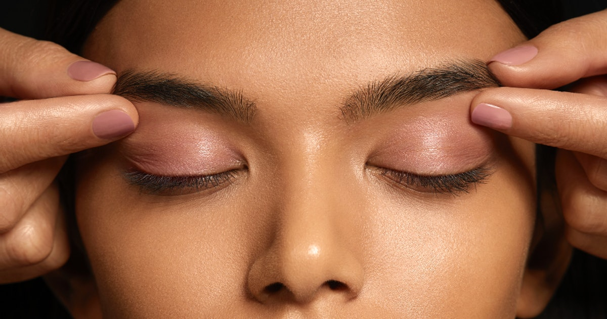What Is Eyebrow Pinching? This New Technique Will Help More Than Just Your Brows