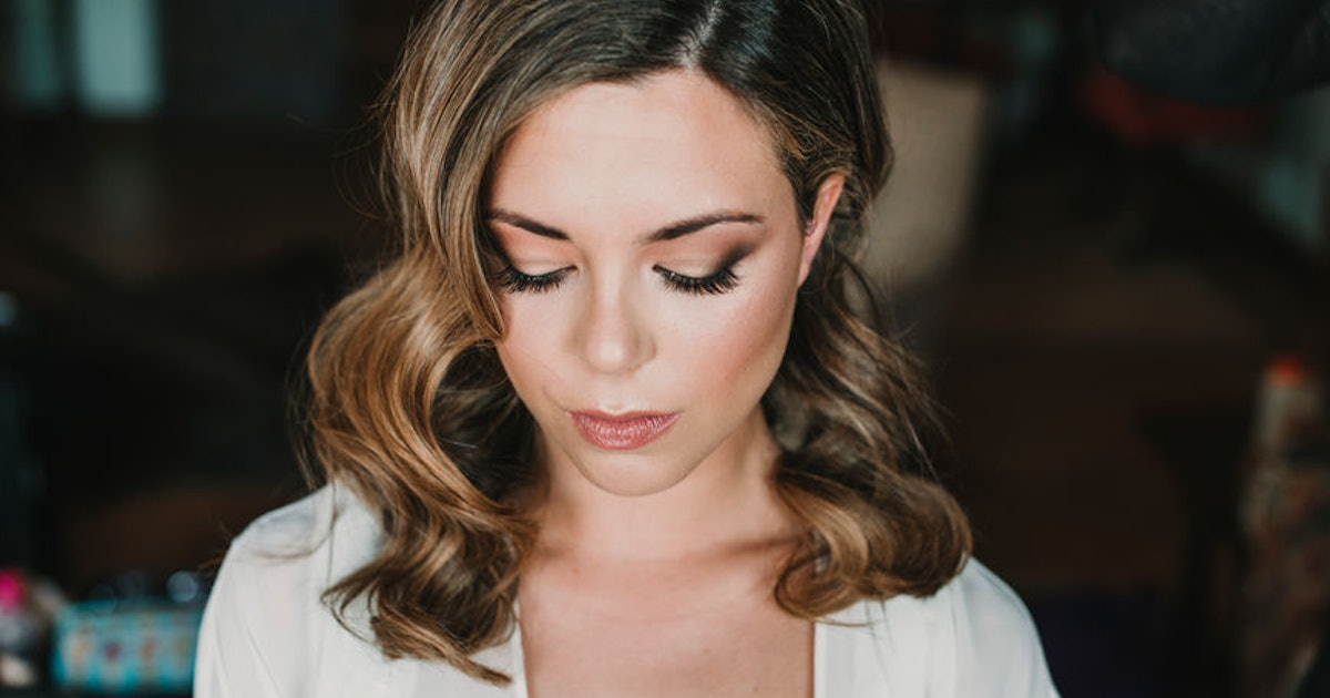 This Bride Asked An Estranged Friend To Do Her Wedding Makeup For Free & It Got So Awk
