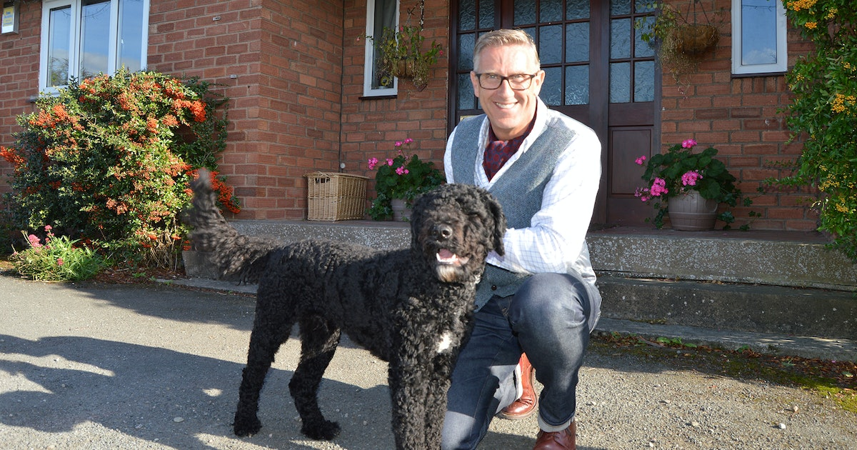"How To Apply For 'Dogs Behaving (Very) Badly,' Because Host Graeme Hall Has Been Named ""Britain's Best Dog Trainer"""