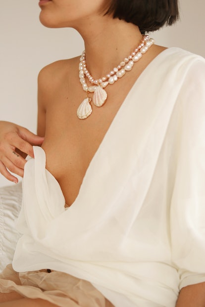 White Pearl Necklace With Shell Pendant