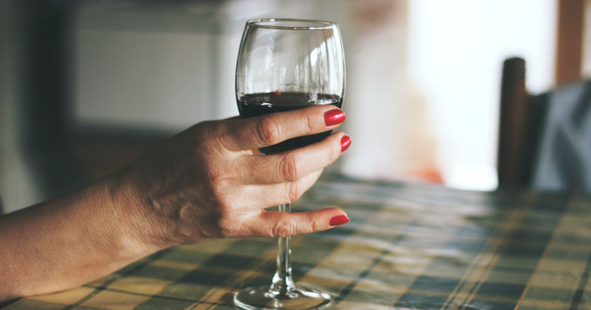The Link Between Alcohol & Breast Cancer Needs To Be Made More Obvious, According To A New Study
