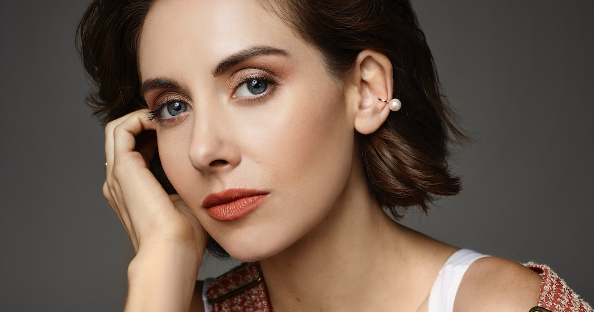 """Alison Brie Explains Why 'GLOW' Season 3 Was The Most """"Dangerous"""" One Yet – EXCLUSIVE"""