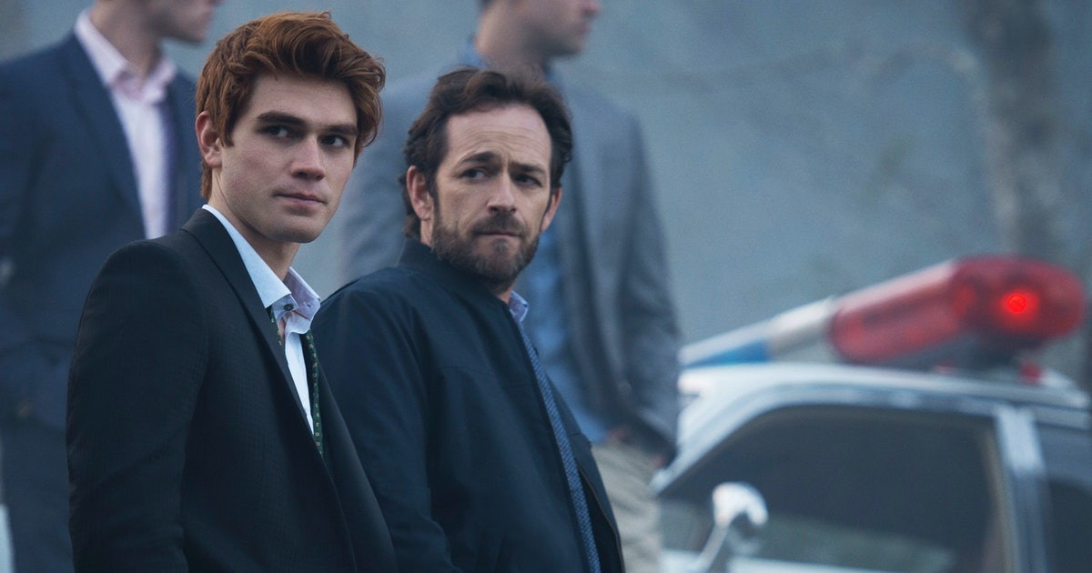 """The Luke Perry 'Riverdale' Tribute Episode Will Honor A """"Fallen Friend,"""" According To Showrunner"""