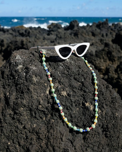 Lava Rocks Glasses Chain