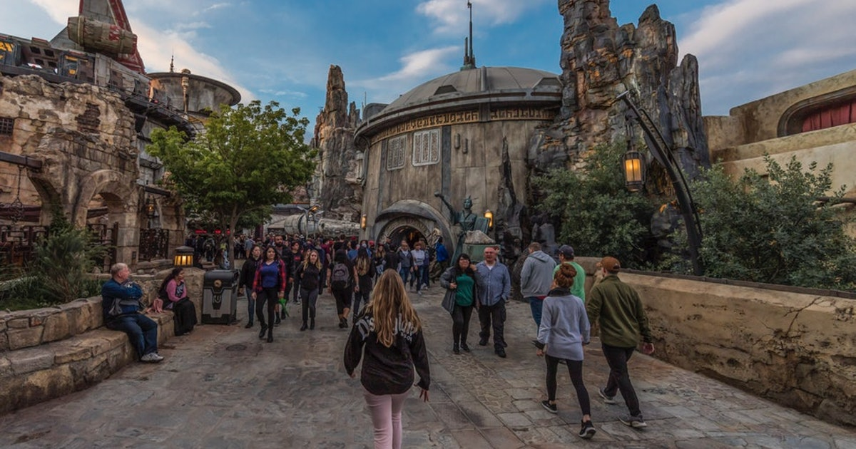 Star Wars: Galaxy's Edge At Disneyland May Now Start Using A Virtual Line For Entry