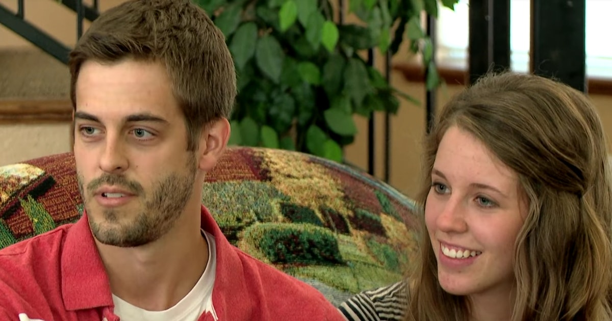 Jill Duggar's Anniversary Post Featuring A Kama Sutra Book Has Fans All Hot & Bothered