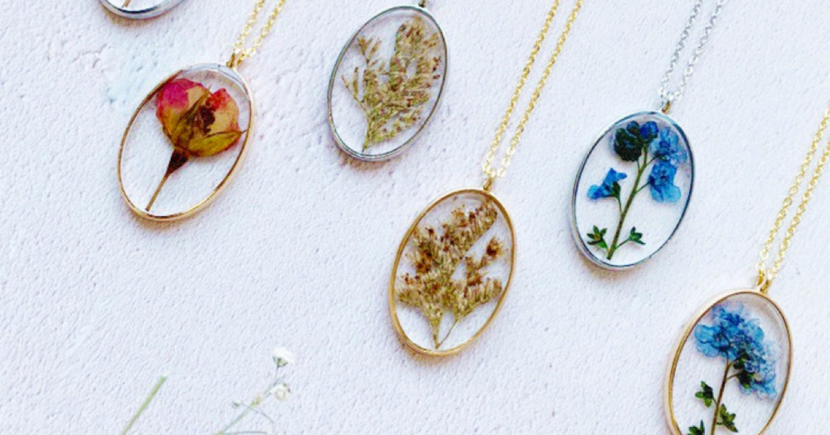Nature-Inspired Jewelry Is The Latest Trend Instagram Can't Get Enough Of (& It's SO Pretty)