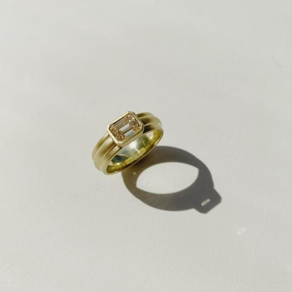Wide Column Solitaire in 18k Green Gold with Emerald Cut Champagne Diamond