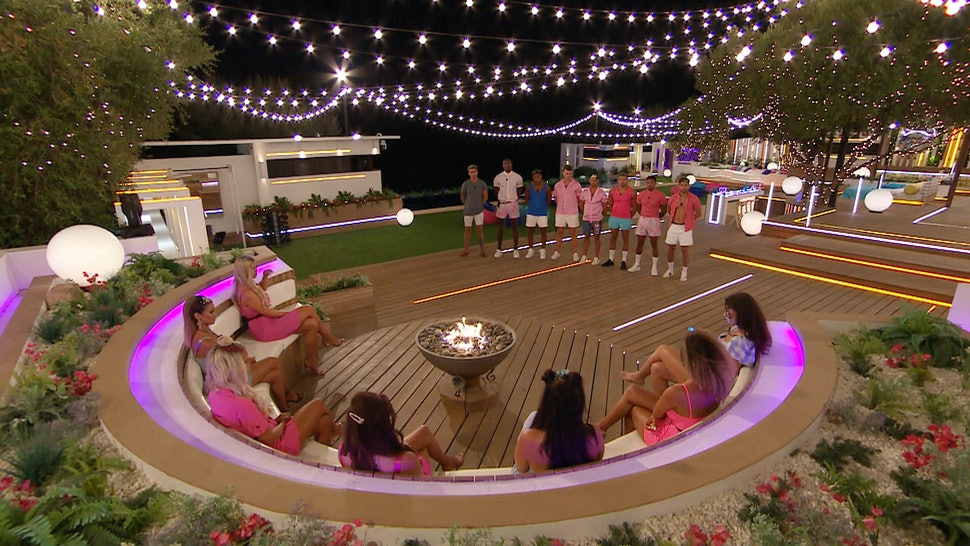 The Most Compatible 'Love Island' 2019 Couples, According To Astrology