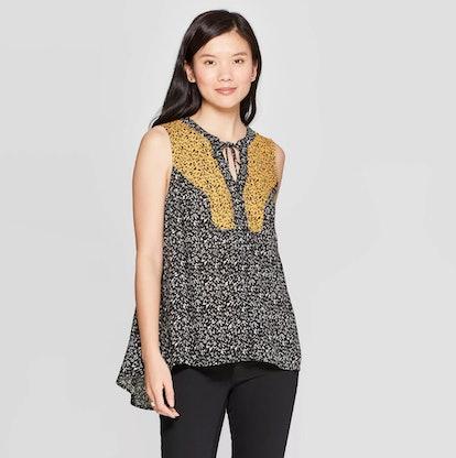 Women's Printed Sleeveless V-Neck Blouse
