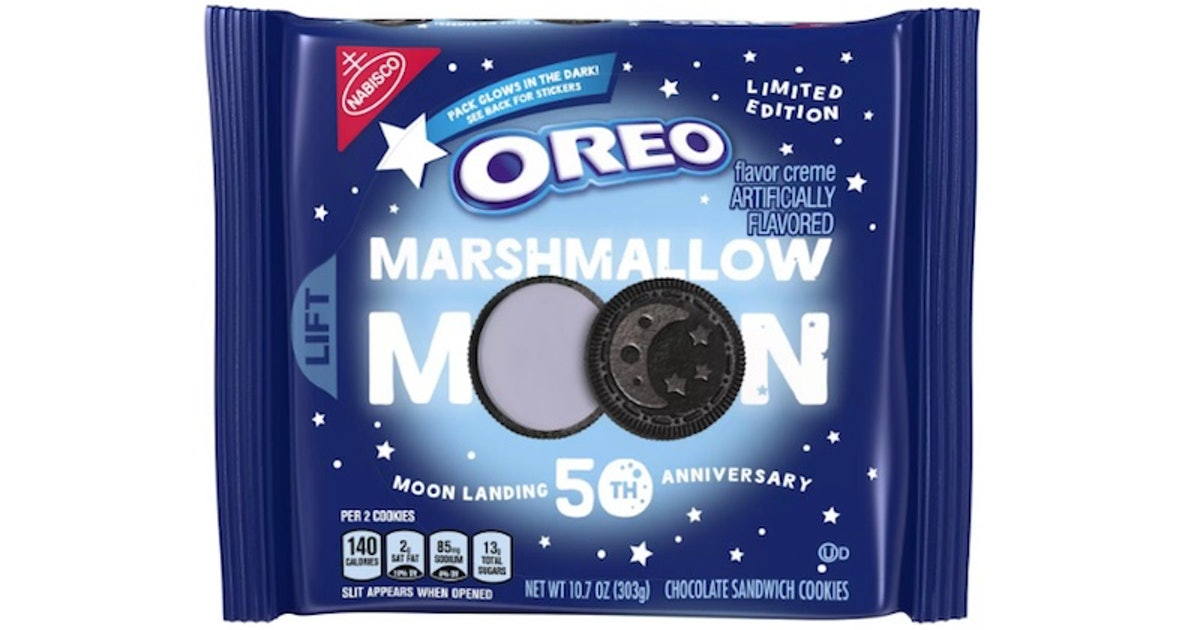 Here's Where To Get Marshmallow Moon Oreos For An Out-Of-This-World Treat