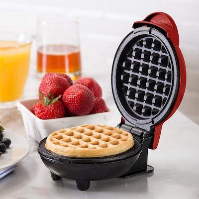 Dash Mini Maker: The Mini Waffle Making Machine