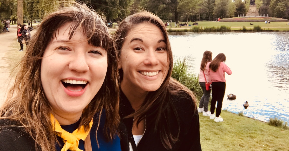 8 Fall Traditions To Have With Your Sister That Are Tried & True