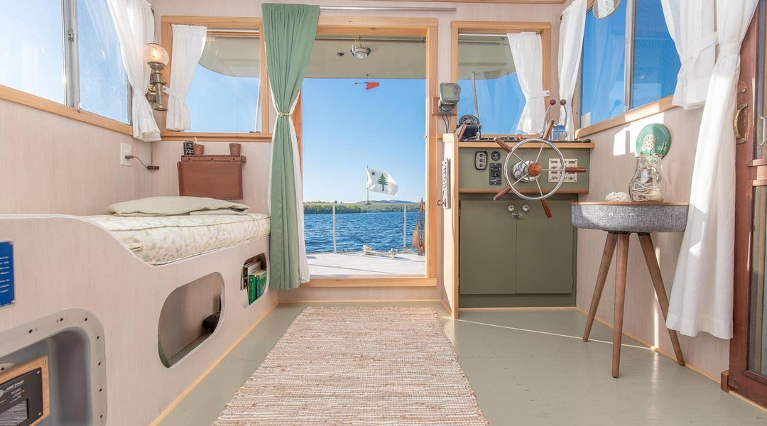 5 Houseboat Vacation Rentals You Can Book On Airbnb