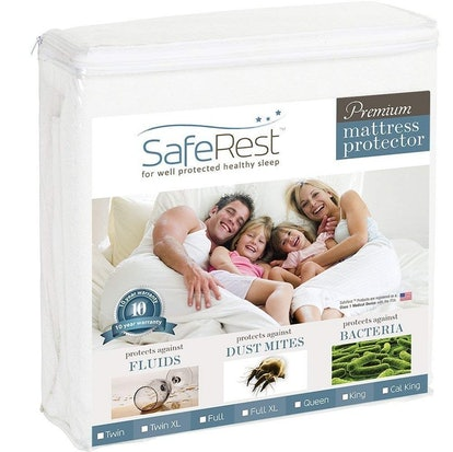 SafeRest Queen Mattress Protector