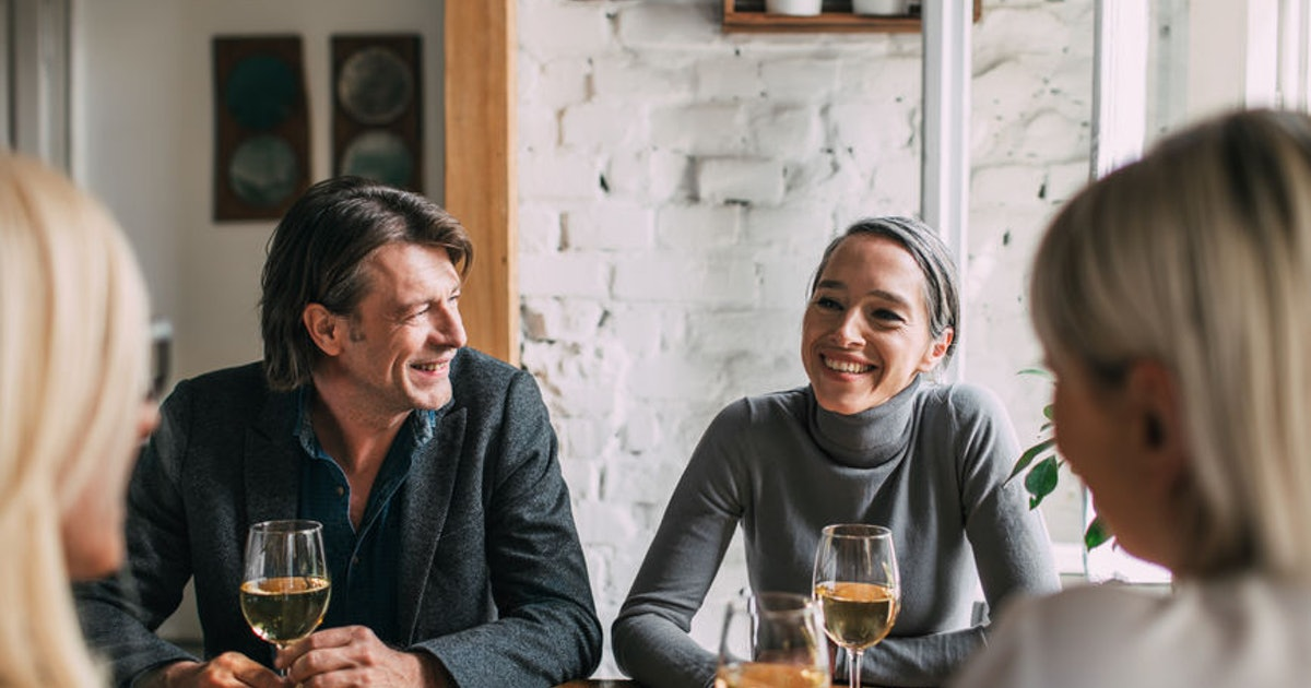 4 Questions To Ask Your Partner's Parents When You Meet Them For The First Time & Want To Connect