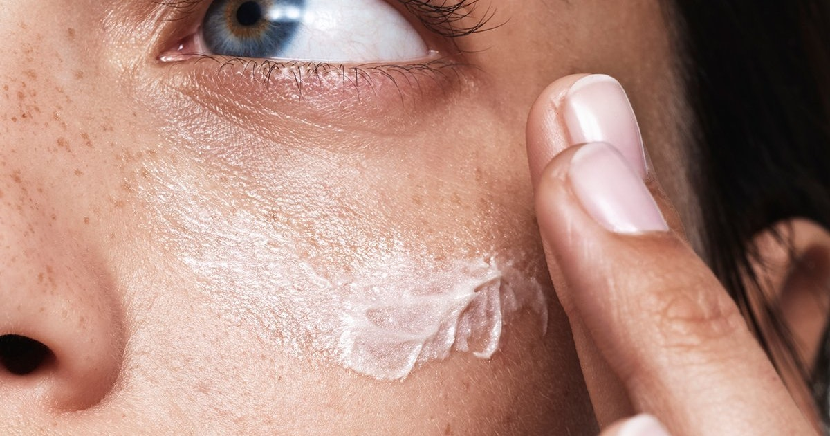 Sodium Hyaluronate Vs. Hyaluronic Acid: What To Know (& Which To Use)