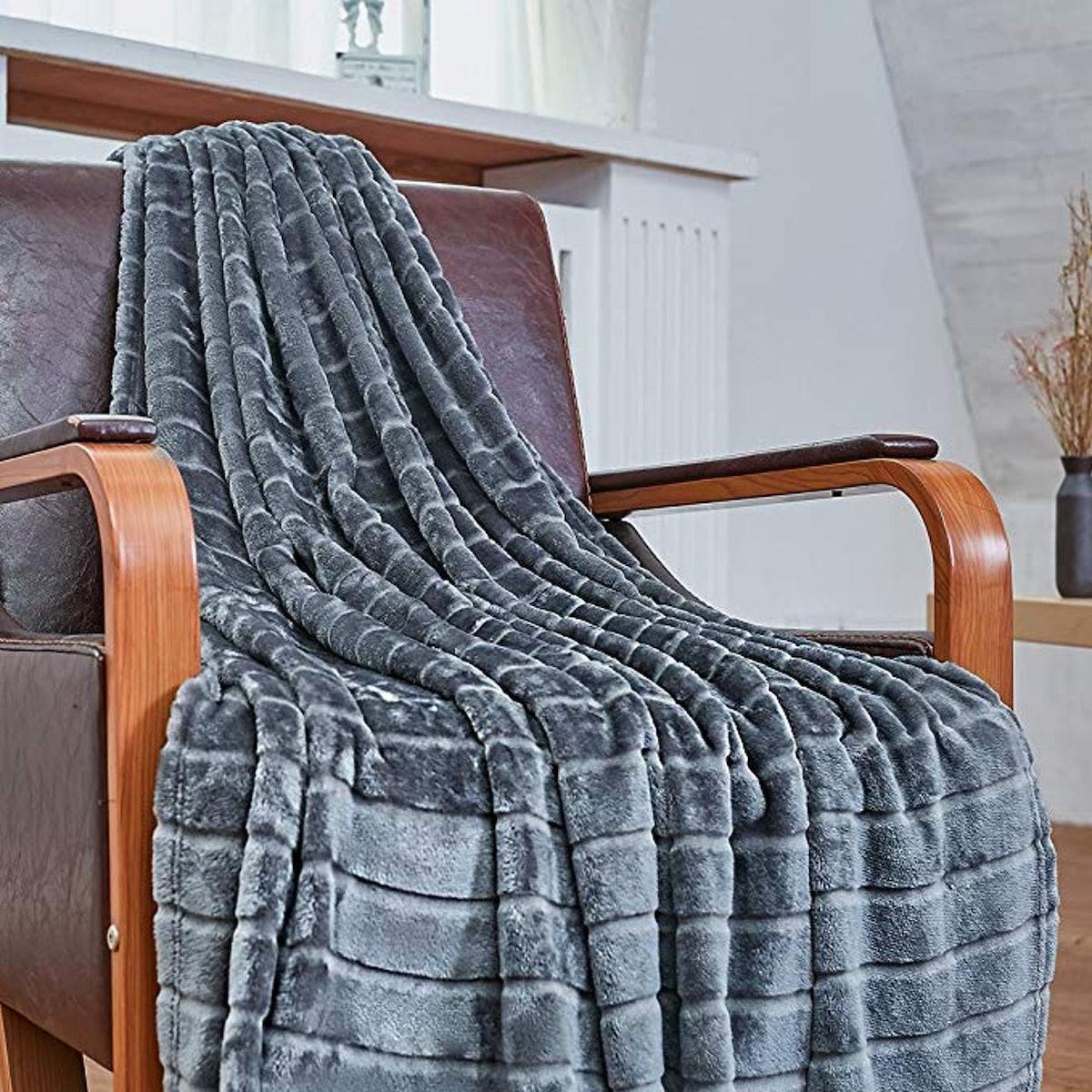 Bertte Ultra Velvet Plush Super Soft Decorative Stripe Throw Blanket