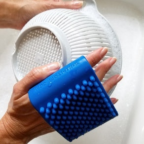 Bump It Off Silicone Cleaning Scrubber