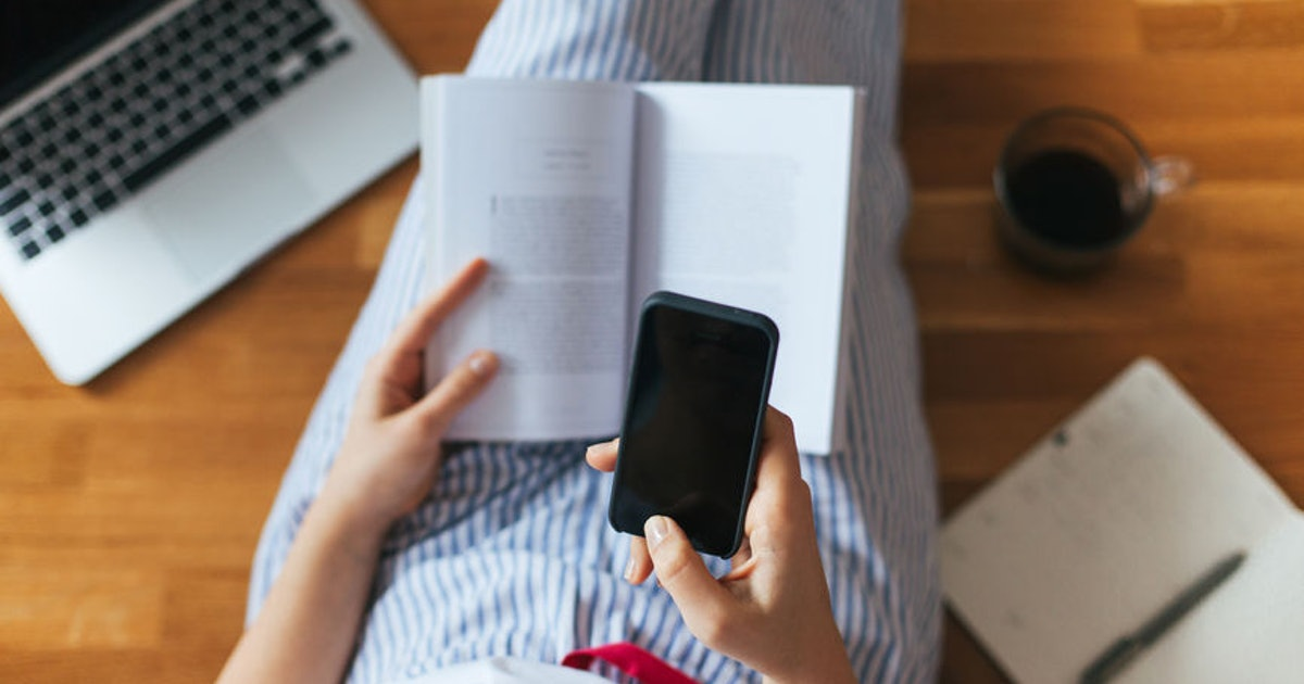 How Many Books Could You Read In The Time You Spend On Social Media? This Calculator Can Help You Figure It Out