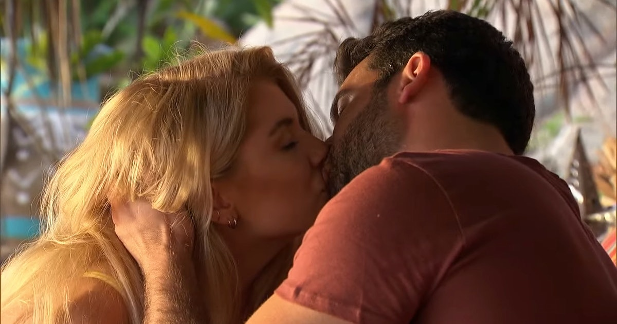 These Clues Demi & Derek Are Dating After 'Bachelor In Paradise' Show They're Still *Very* Close After The Show