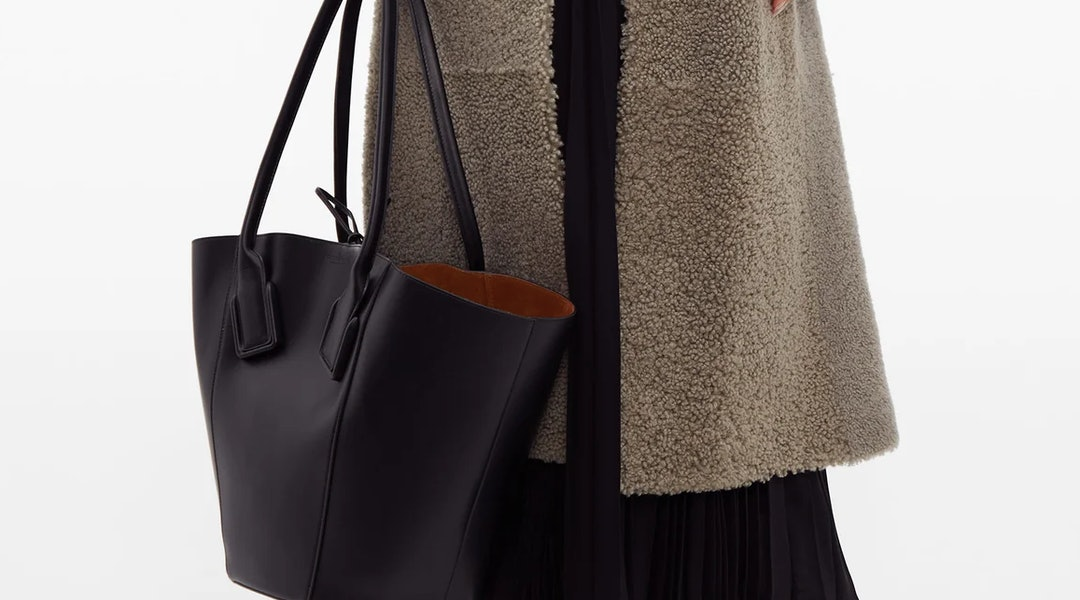 Large Tote Bags Are Taking Over For Fall These 10 Will