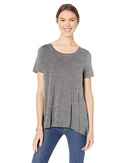 Amazon Essentials Women's Short-Sleeve Scoopneck Swing Tee
