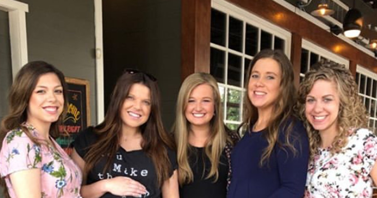Photo Of All The Pregnant Duggar Women Cradling Their Bumps Showcases Their Growing Families