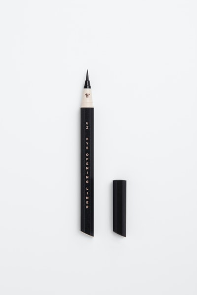 Eye Opening Liner 7 Shades of Black in Platinum Black