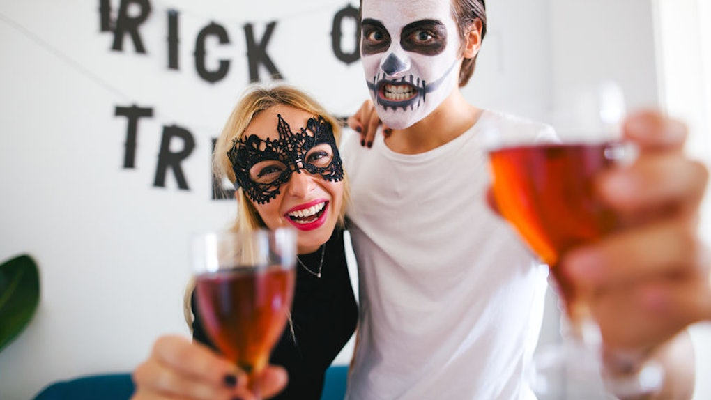Halloween 2019 Costume Ideas Couples.8 Classic Couples Costumes For Halloween 2019 That Are