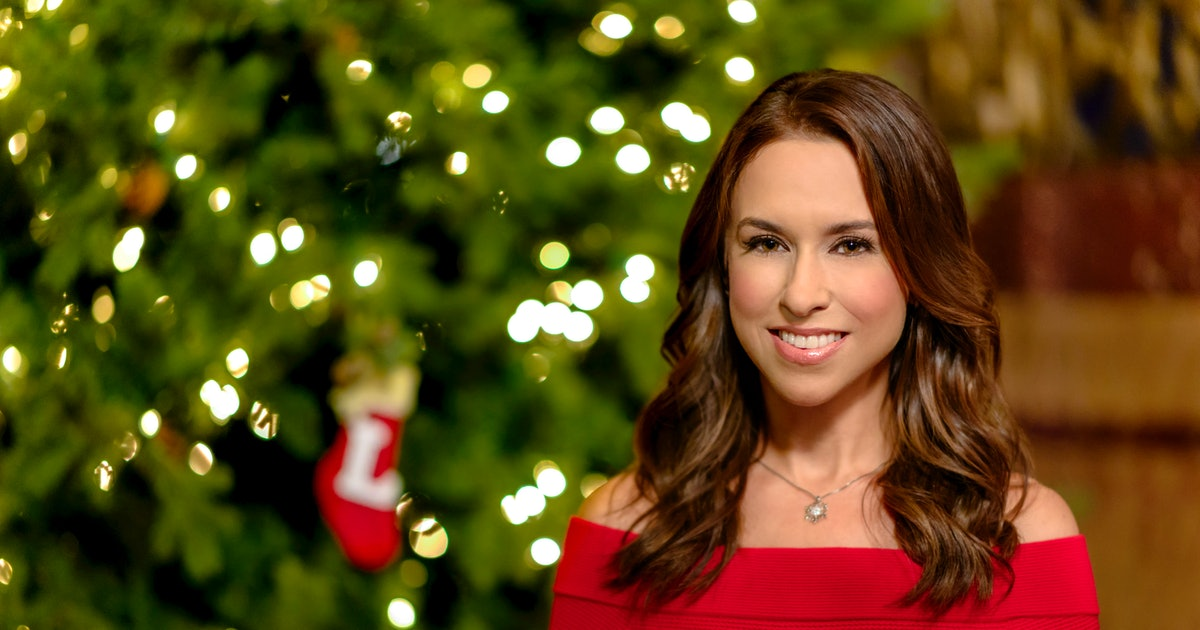 Hallmark's 2019 Christmas Movie Lineup Already Has Me Stringing Up Lights