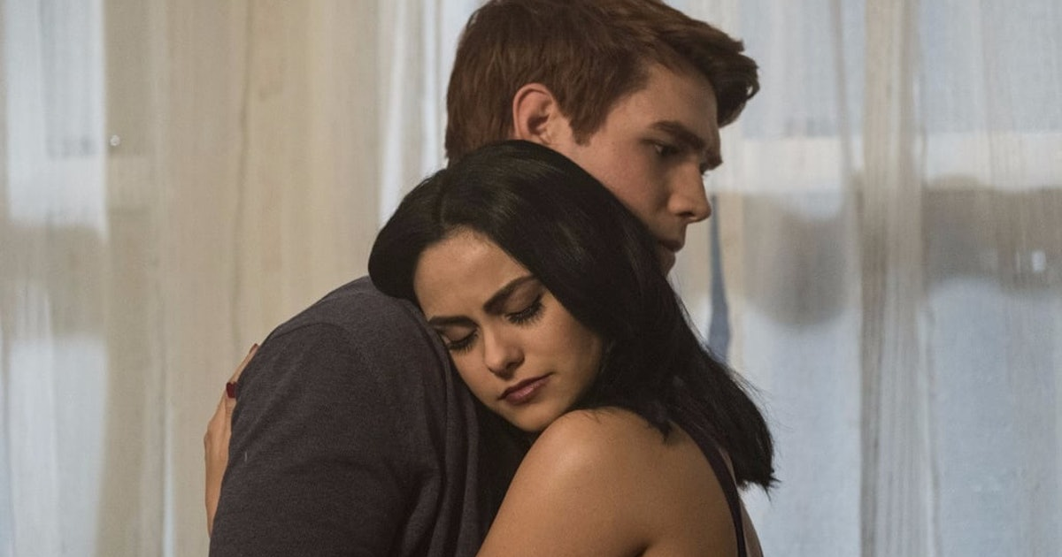Fred's Death On 'Riverdale' Will Change Archie & Veronica's Relationship, According To The Showrunner
