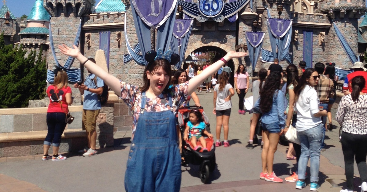 Going To Disneyland Alone Can Be The #BestDayEver Doing These 7 Things