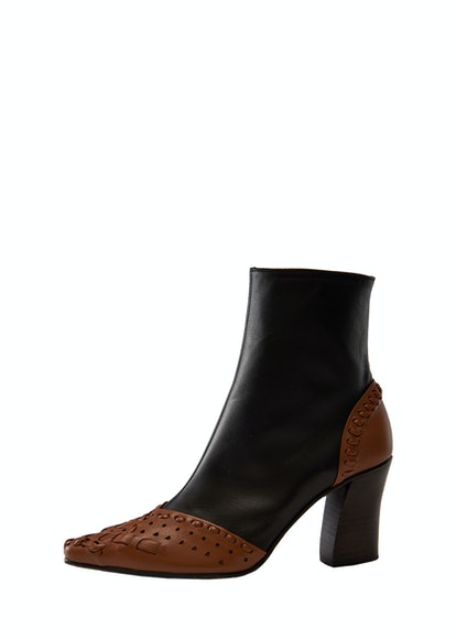 String Embroidery Slim Boots