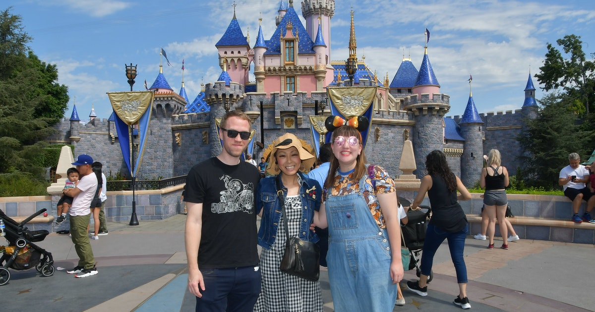 5 Ways To Save Money At Disneyland For The Most Budget-Friendly Vacay