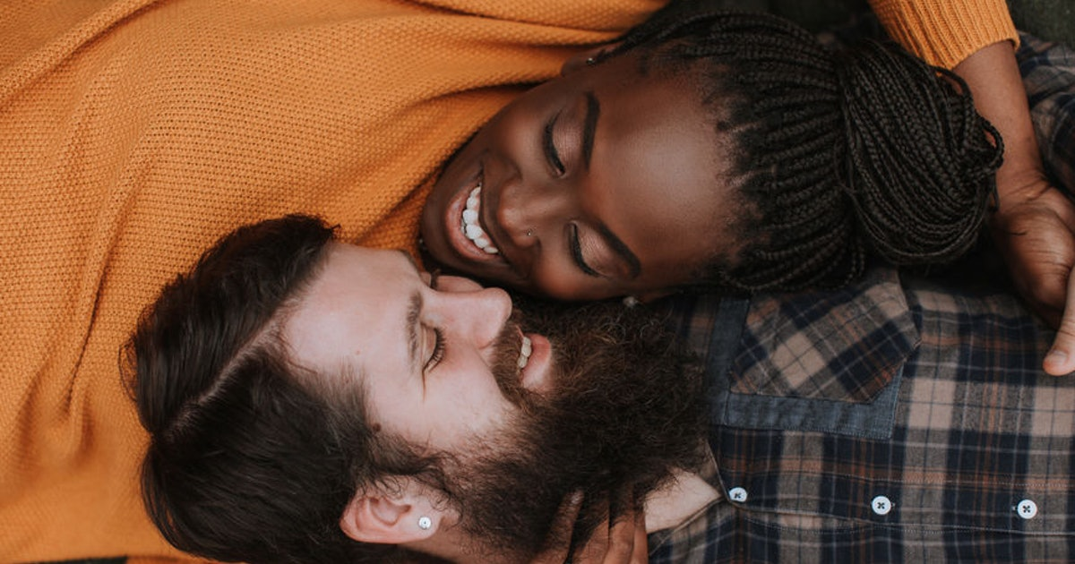 4 Dating Behaviors That Mean Someone Is Trying To Cuff, So Get Ready To Cuddle