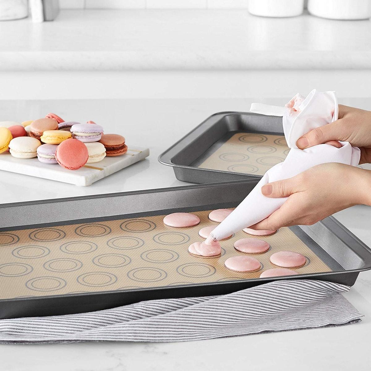AmazonBasics Silicone Macaron Baking Mat Sheet Set (2-Pack)