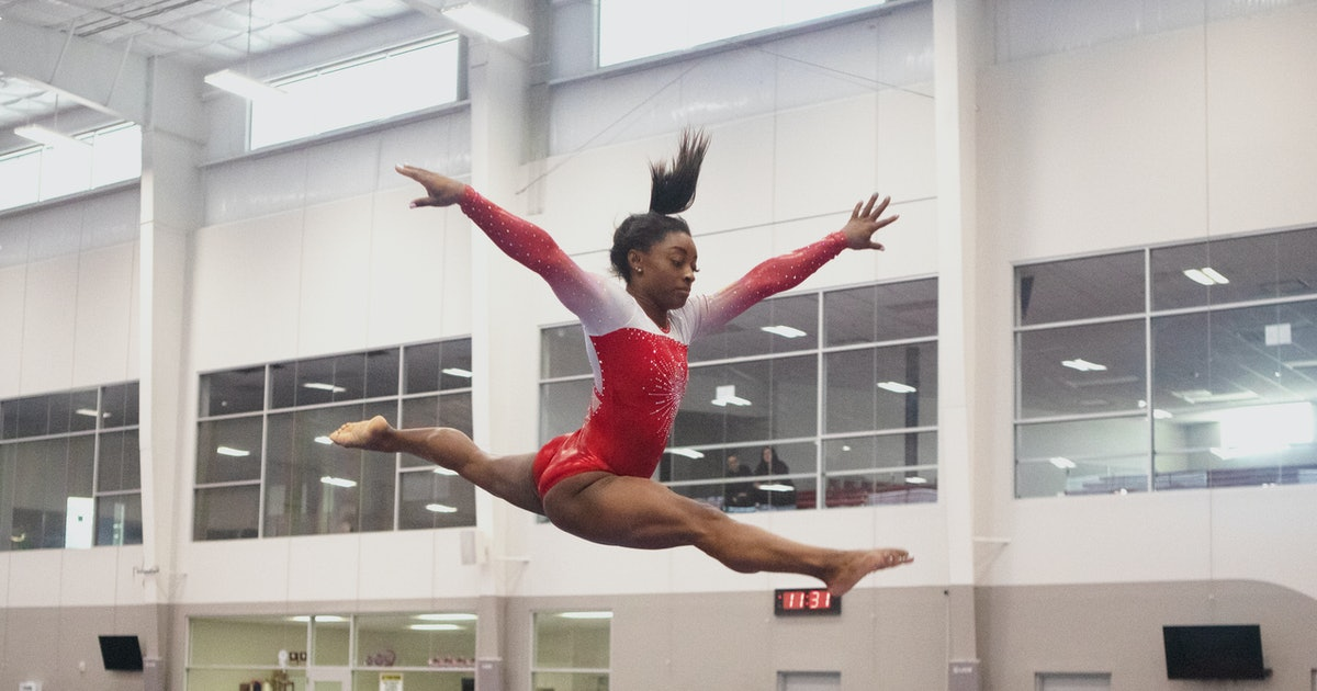 Simone Biles' Beauty Routine Is The Last Thing She's Thinking About When She Competes