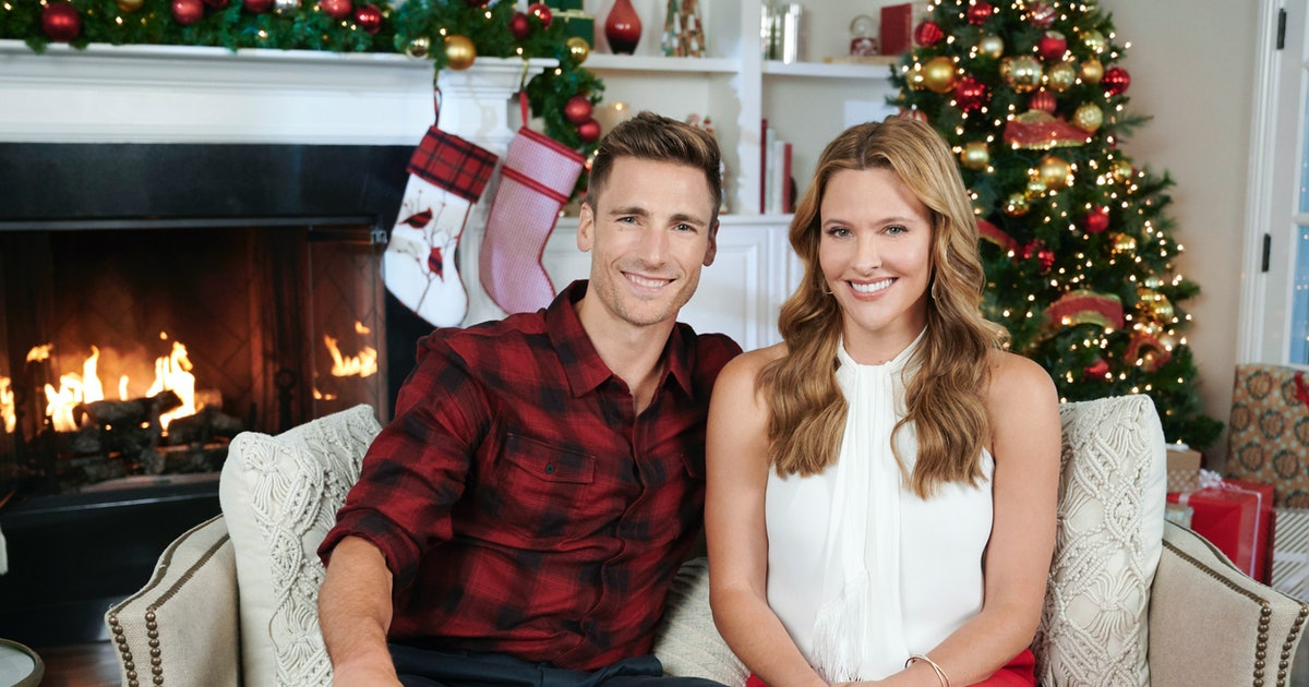 Hallmark's 2019 Countdown To Christmas Schedule Will Get You In The Holiday Spirit