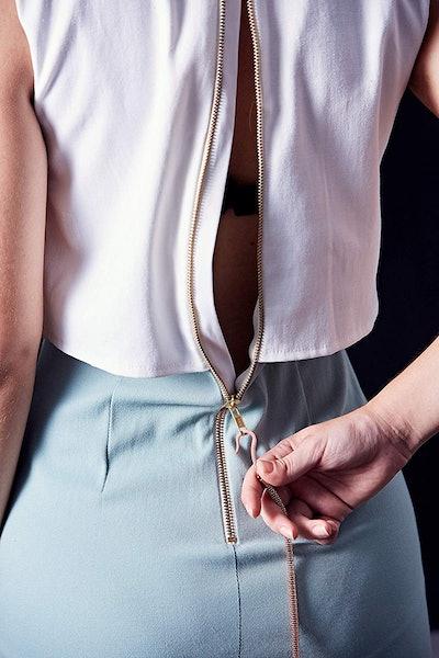 Zipper Hook Helper: Dress & Unzip Yourself