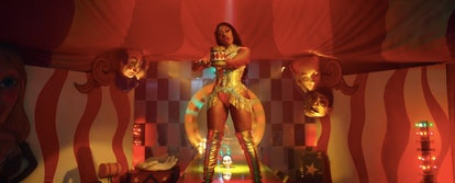 """Megan Thee Stallion Pays tribute to Lil Kim in the """"Diamonds"""" Music Video"""