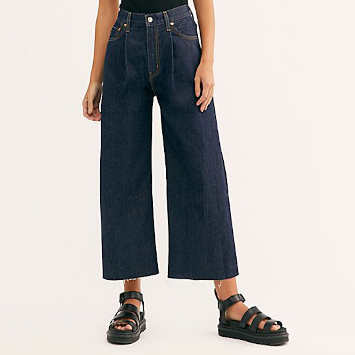 """Levi's Ribcage Pleated Crop Jeans in """"Motown Philly"""""""