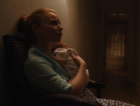 Lauren Ambrose plays Dorothy Turner in 'Servant' Season 1