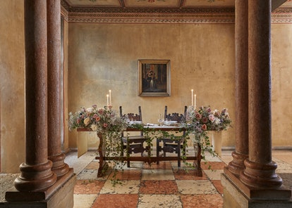 The dining room in Juliet's house certainly fits the Shakespearean theme.