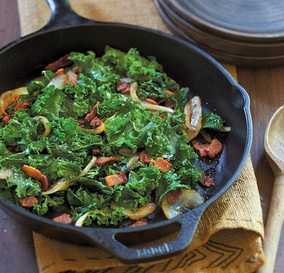 Lodge L8SK3 Cast Iron Skillet, 10.25 Inches